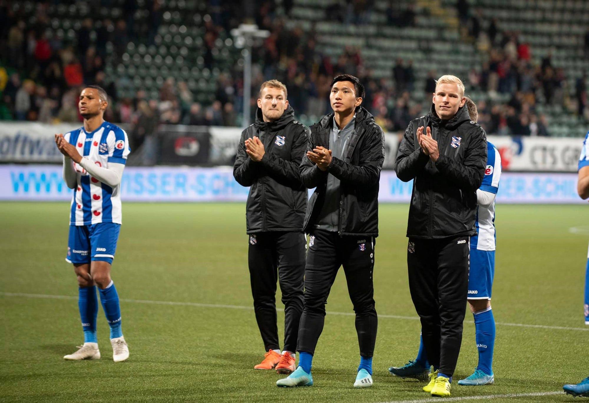 Đoàn Văn Hậu sử dụng Adidas X19+ FG xanh nhạt trắng không dây tại Heerenveen