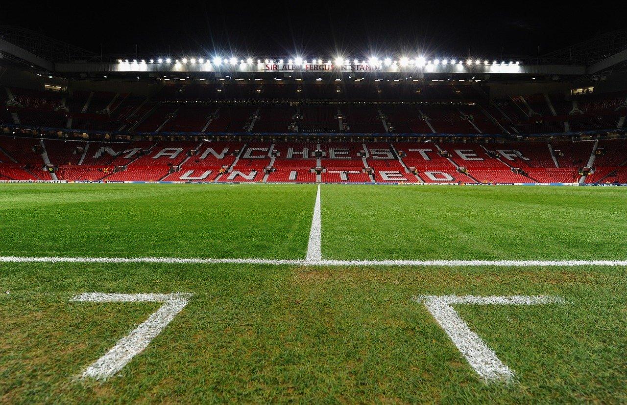 Sân vận động MU có sức chứa 80.000 người và là sân lớn thứ 2 tại Vương Quốc Anh