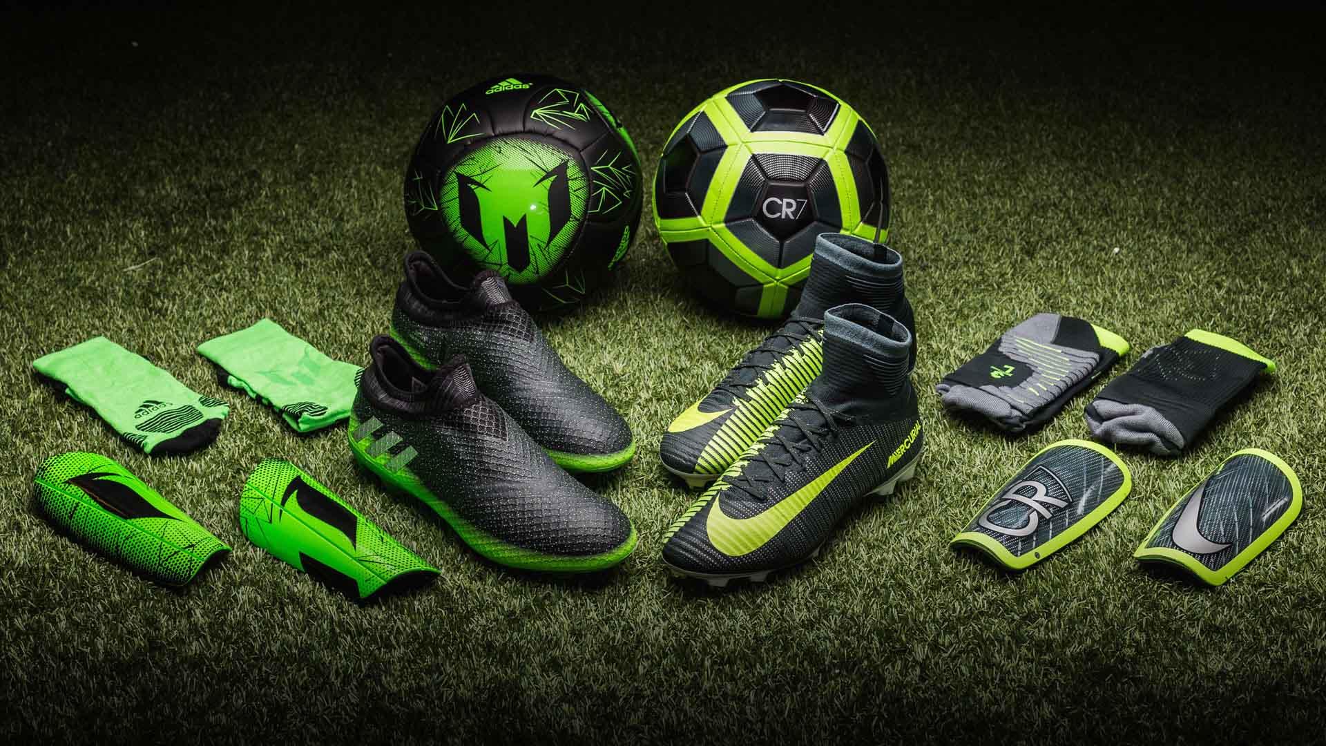 Nike và Adidas đang là 2 hãng sản xuất và phân phối giày bóng đá chuyên nghiệp lớn nhất thế giới