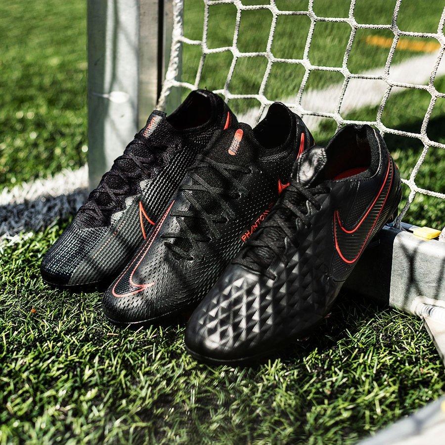 Bộ sưu tập Nike 'Daybreak Pack' màn đêm với gam màu đen cam trầm nhẹ