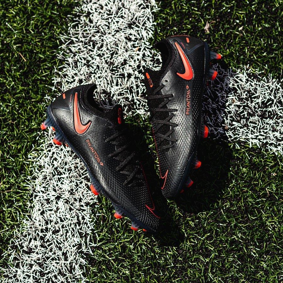 Nike Phantom GT phiên bản màu đen vạch cam trong bộ sưu tập Daybreak Pack mới ra mắt