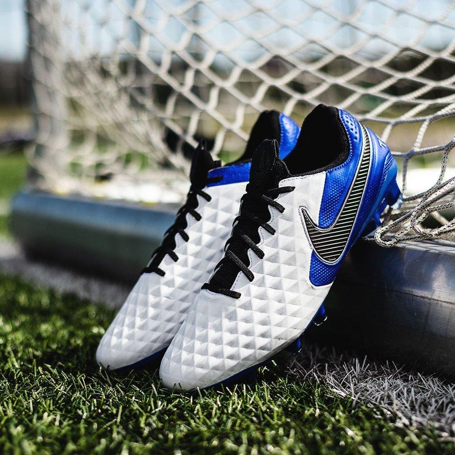 Nike Tiempo màu trắng xanh trong bộ sưu tập Daybreak Pack mới ra mắt của Nike