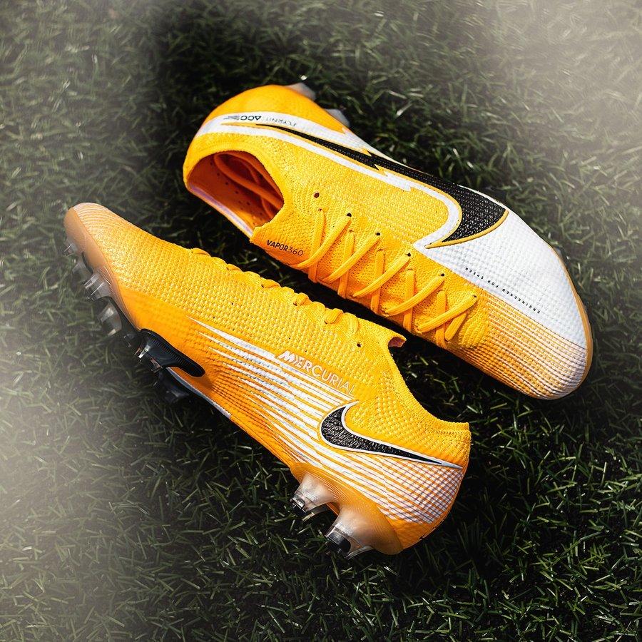 Nike Mercurial Vapor 13 Daybreak Pack với gam màu vàng cam đẹp mắt