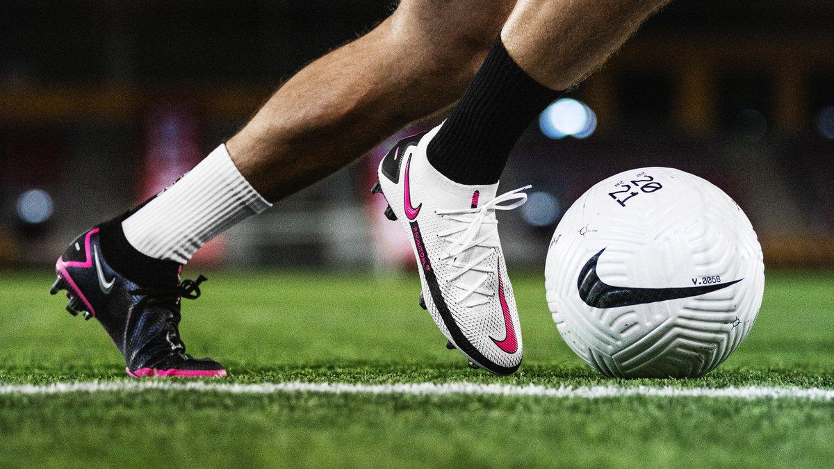 Giày Nike Phantom GT được ra mắt với thiết kế da vải và cổ thun ôm chân