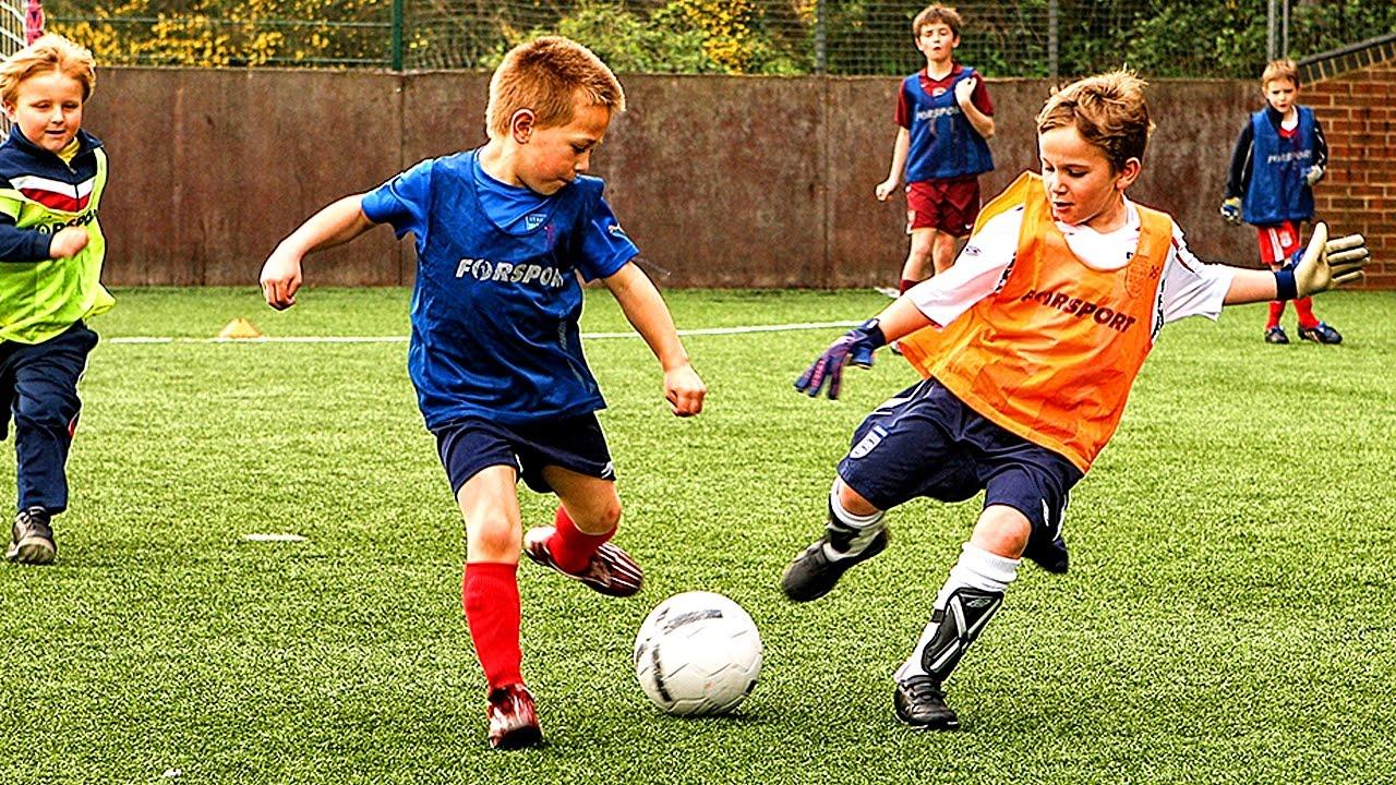 Giày bóng đá trẻ em chính hãng thường có rất nhiều loại với mức giá khác nhau