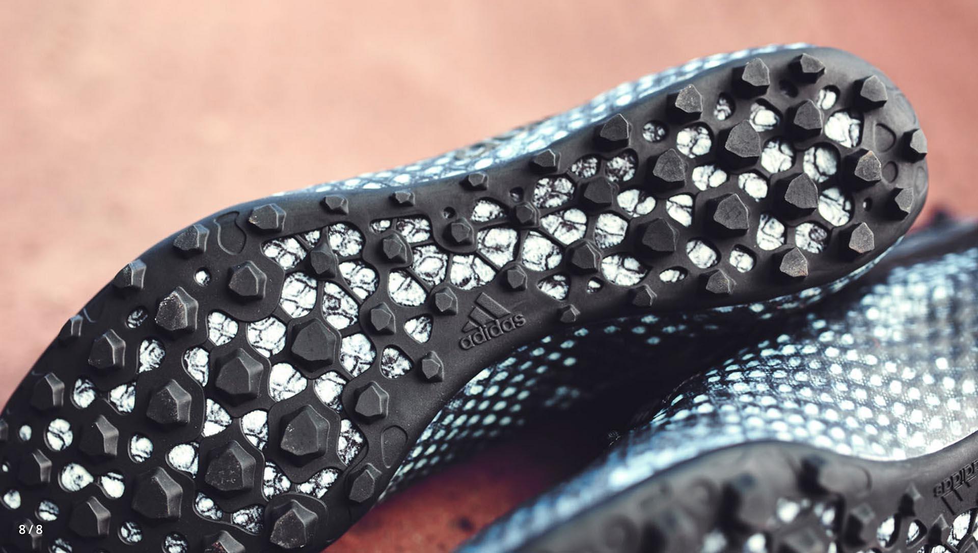 Đế giày sân cỏ nhân tạo đinh TF có phần đế ngoài thường được làm bằng cao su đúc