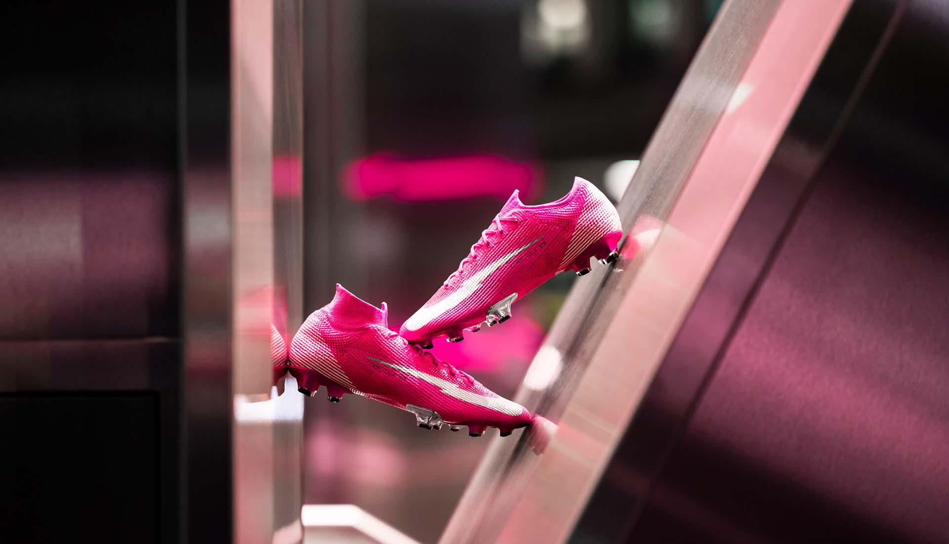 Mức giá giày đá banh Nike màu hồng của Mbappé phiên bản chính hãng khá cao