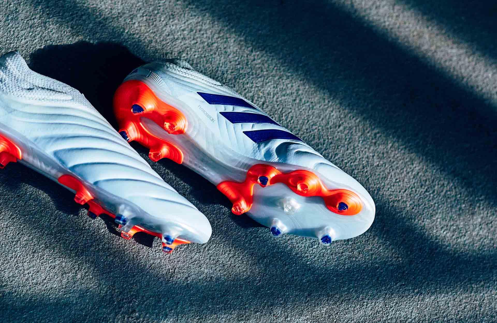Thiết kế đẹp mắt với những gam màu hài hòa của Adidas Copa Glory Hunter pack
