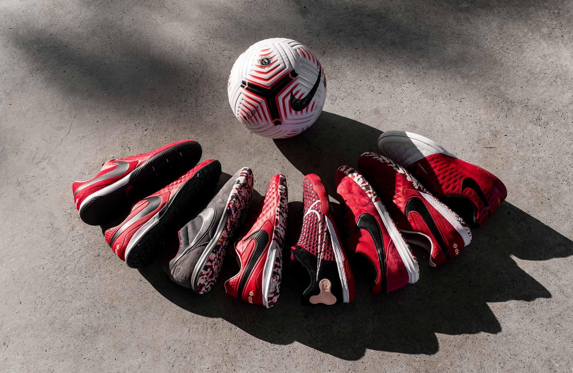 Giày đá bóng sân cỏ nhân tạo có rất nhiều hãng khác nhau trong đó Nike là nổi tiếng nhất