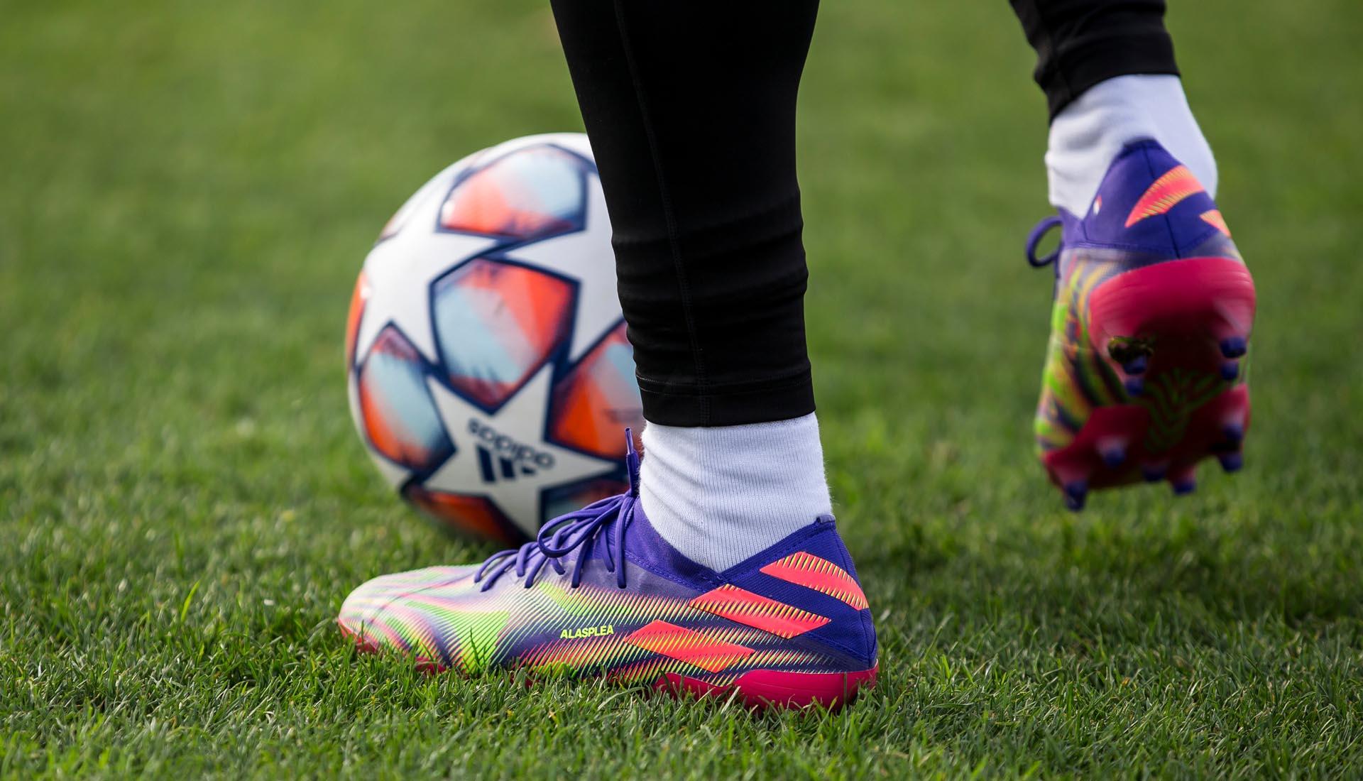 Adidas Nemeziz .1 với gam màu bảy sắc cầu vồng được cho là gam màu mới sắp ra mắt