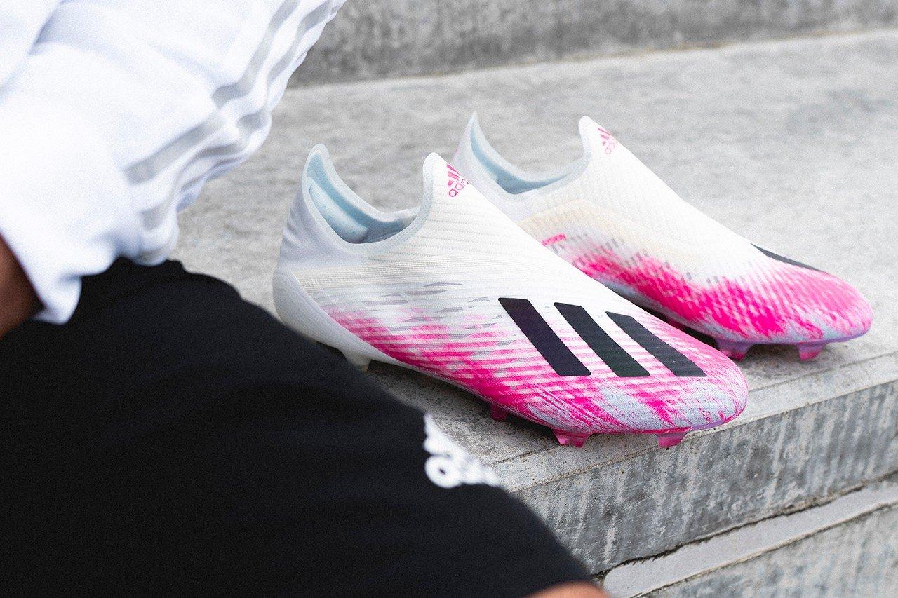 Adidas cũng rất thích sử dụng gam màu hồng cho các mẫu giày của mình